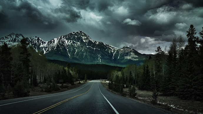 Wallpaper: Surrealistic Afternoon at the Canadian Rockies