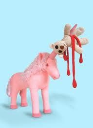 Diseño de peluche muy original y creativo unicornio malvado