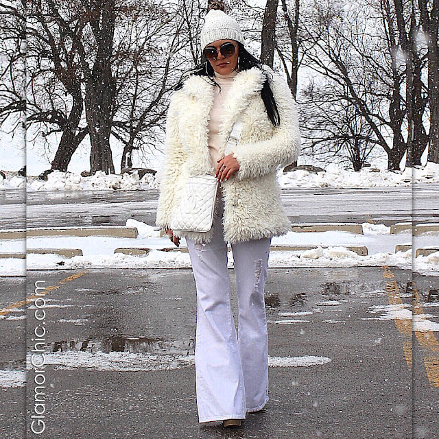 all white, faux fur, guess jeans, chanel bag, winter fashion, ootd, fashion trends