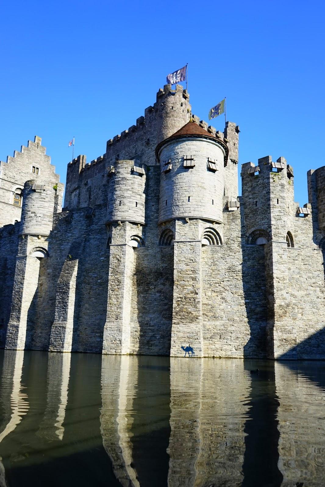 Le Chameau Bleu  -Blog Voyage Gand Belgique - Gand Tourisme -  Chateau des Comtes depuis les Canaux Gand Belgique