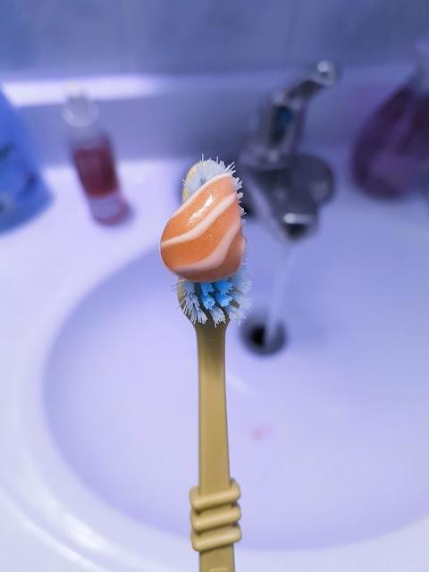 Meu creme dental parece salmão