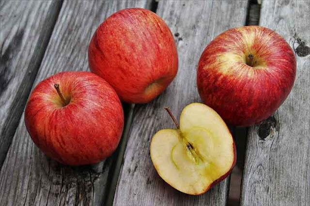 Apples-Benefits-Facts-and-Nutritional-values