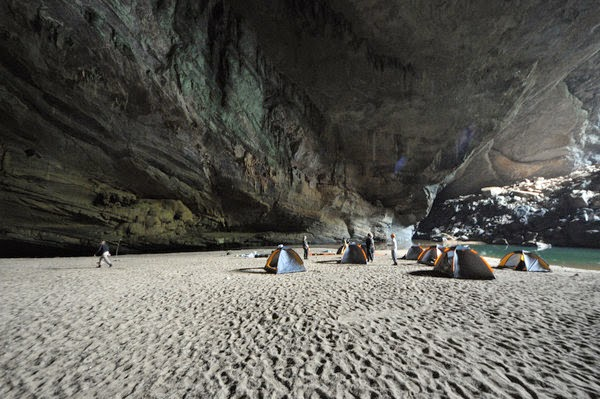 Hang en cave trek tour, explore amazing Hang En cave, Hang En cave information