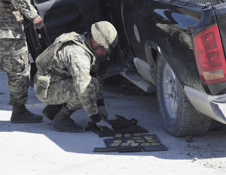Tras persecución y balacera contra sicarios, Ejército asegura camioneta y armamento en Reynosa