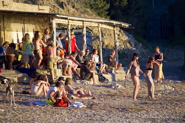 Ceremonia de los Tambores, Cala Benirrás Ibiza, por El Guisante Verde Project