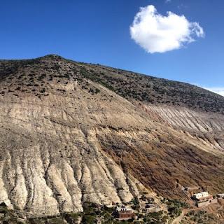 """Hacienda minera de Real de Catorce. Cuando se abrió la primera mina de   plata en 1775 estas montañas eran   bosques donde vivían los indígenas   y animales salvajes. Cincuenta años después en 1825 """"ya no quedaba   ni un árbol ni un matorral""""."""