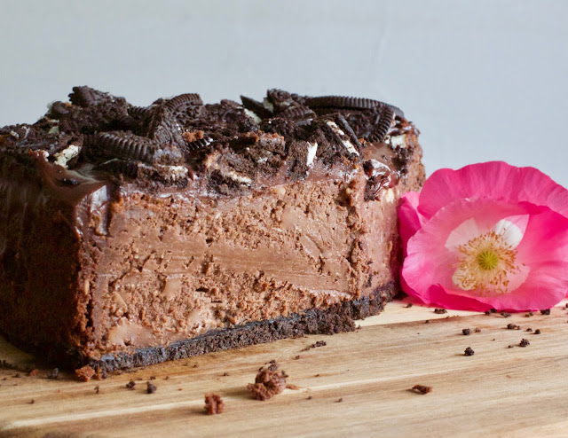 https://omgchocolatedesserts.com/triple-chocolate-cheesecake-oreo-crust/