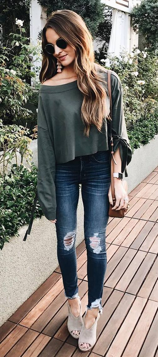 cool fall outfit_blouse + bag + ripped jeans + heels