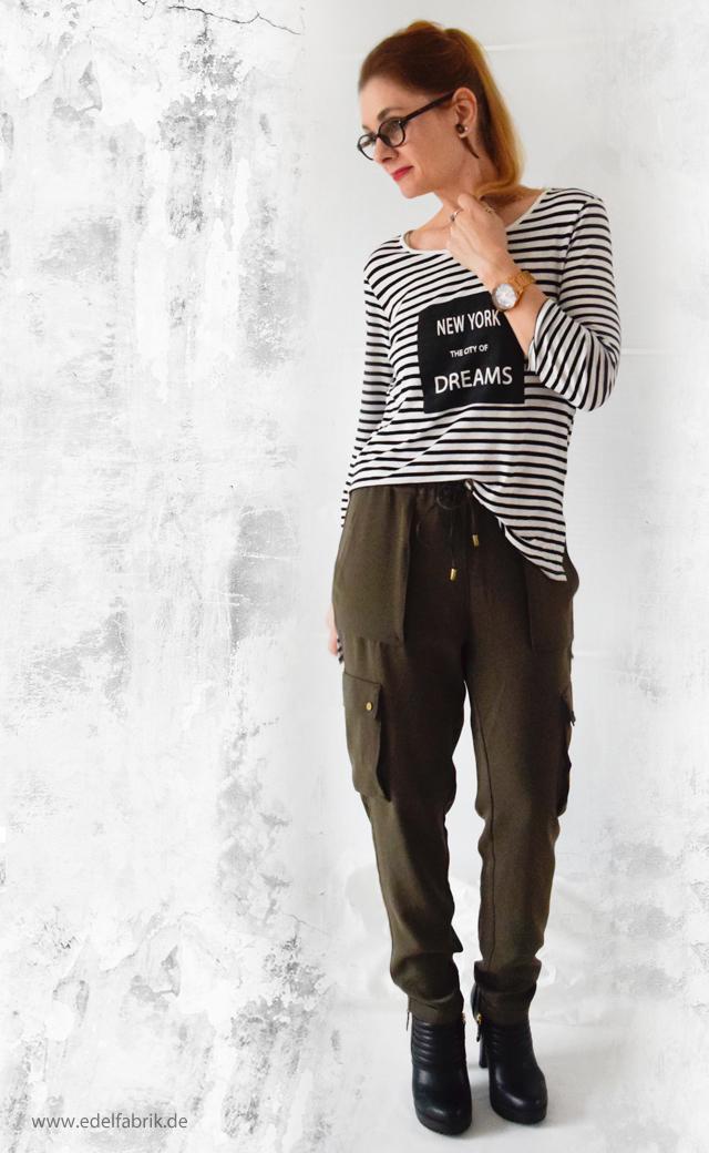 Olivgrüne Military Cargohose, Streifenshirt, Outfit, die Edelfabrik