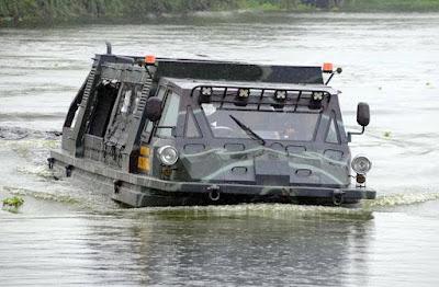Uji Coba Kendaraan Amfibi