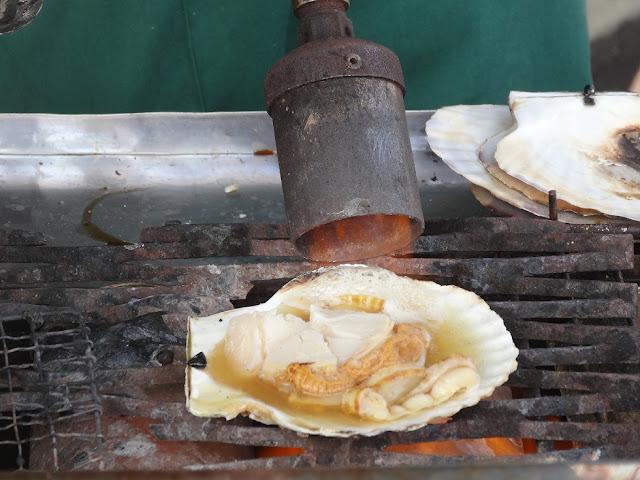 Grande coquille saint jacques cuit au chalumeau à Hakodate
