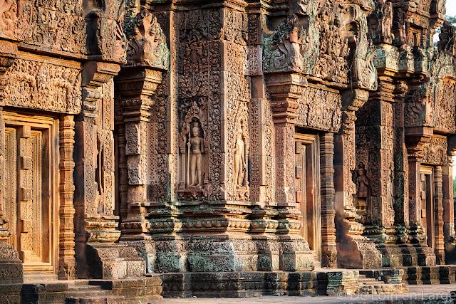 Façade orientale du sanctuaire central - Banteay Srei