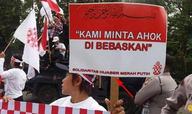 Hasil gambar untuk ahoker pelecehan bendera