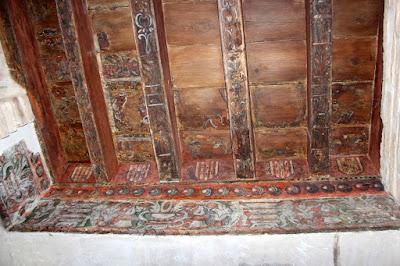 Artesonado en un zaguán de Toledo, patios de Toledo, Patios con mucha Historia. Los patios de Toledo abren al público por la festividad del Corpus