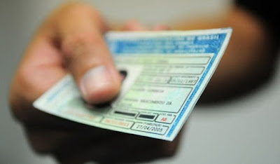 Bolsonaro confirma aumento de validade da carteira de motorista para 10 anos