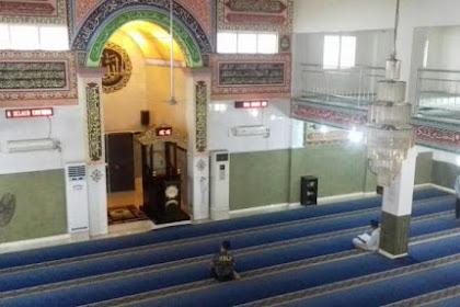 Menengok Keindahan Mimbar Masjid Makassar