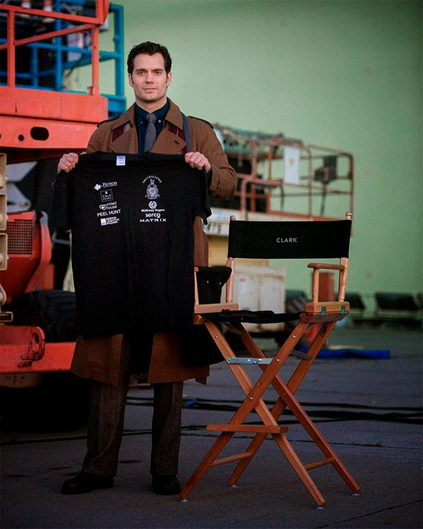 "Henry Cavill  es  Clark Kent  en ""Batman V Superman: Dawn of Justice"""