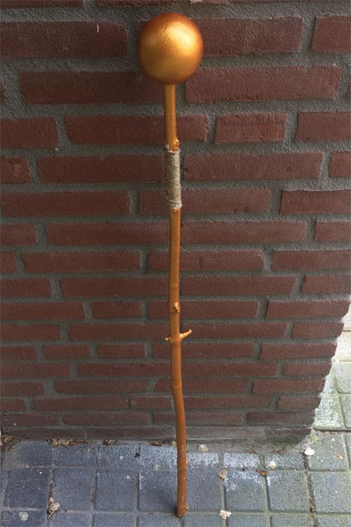 tovenaarsstaf van hout met tempex bol