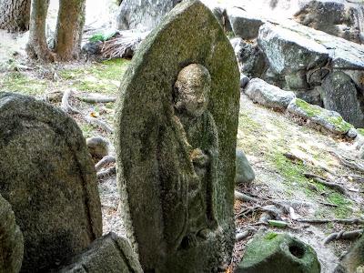 地蔵石仏(総高約60cm)