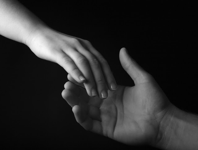 Scientists Conducted a Study to Investigate The Healing Power of Touch….They Found It's All True