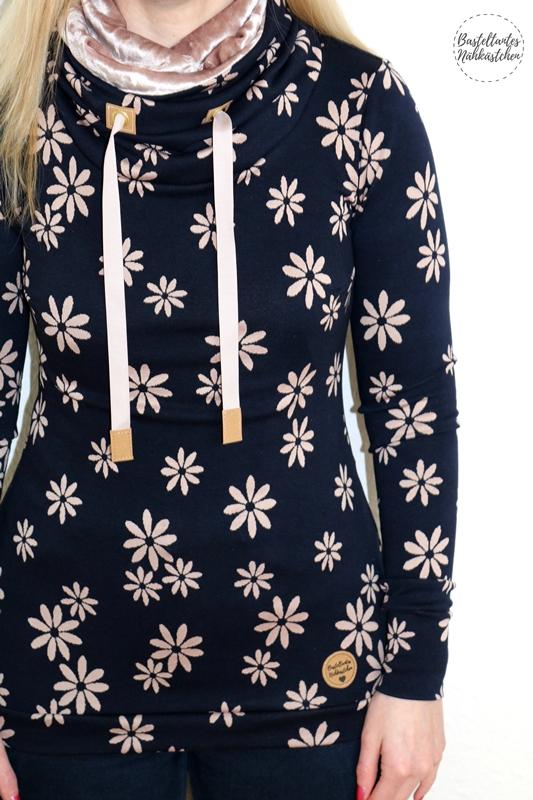 Details - Missy 2.0 von Melians Kreatives Stoffchaos aus Jacquard Jersey Blau mit Blumen und Labels aus SnapPap