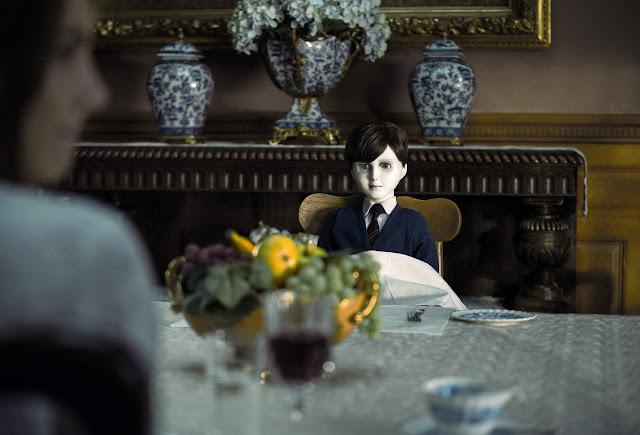 der cineast Filmblog The Boy Essen mit einer Puppe