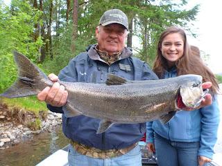 rogue river salmon fishing guide