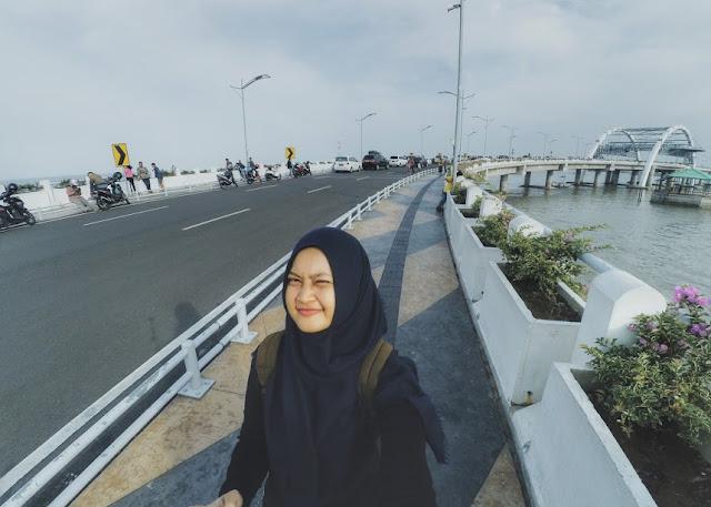 Foto cantik di Jembatan Kenjeran