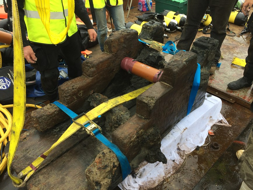 Underwater Archaeology: 17th century gun-carriage salvaged from London wreck