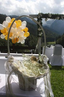 Streukörbchen - Gold und Weiß, goldene Sommerhochzeit im Riessersee Hotel Garmisch-Partenkirchen, gold white wedding in Garmisch, Bavaria, lake-side, summer wedding