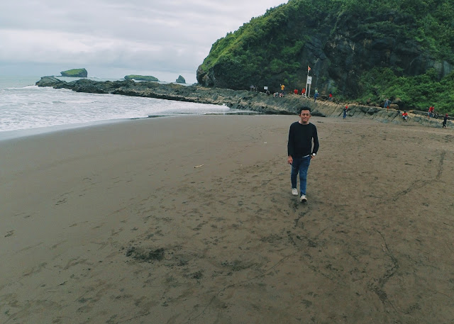 Jalan-jalan ke Pantai Watu Ulo Jember
