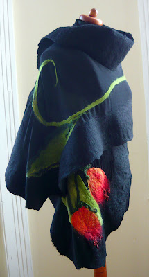 szal filcowany na mokro z tulipanem