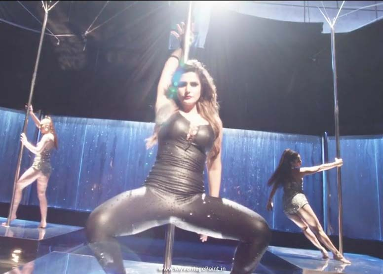 Zareen Khan hottest pics, Zareen Khan in tight dress, Zareen Khan in skin tight dress, Zareen Khan in black dress