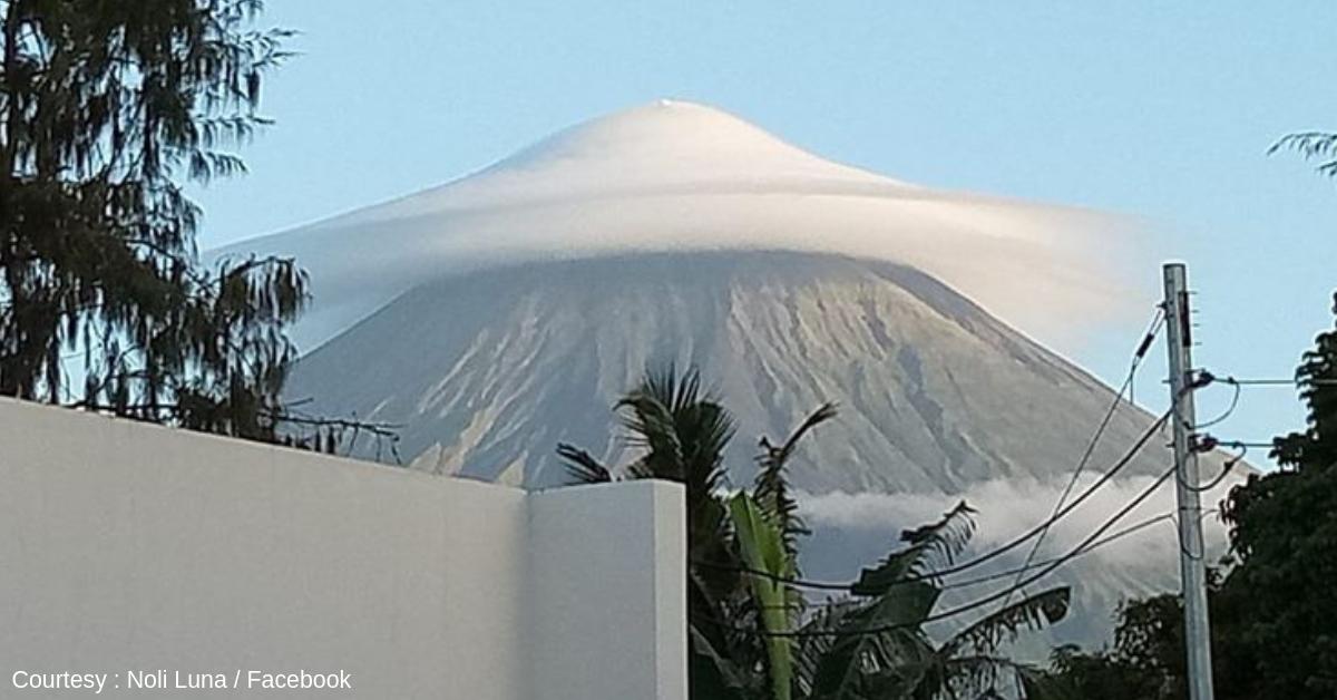 Beautiful 'Umbrella' Cloud Over Mayon Goes Viral