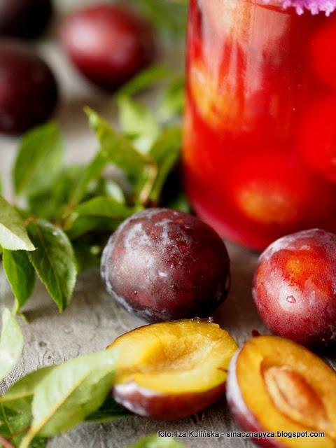 kiszone sliwki, wegierki, wegierka dabrowicka, kiszonki, kiszone owoce, sliweczki, fermentacja, przetwory
