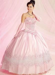 8bac26bf0 Já o segundo vestido já é o mais extravagante que a aniversariante  realmente vai mostrar que essa não é mais uma menina e sim uma futura e  grande mulher que ...