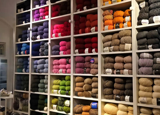 Shopping in Bologna, Italy. Wool whops in Bologna (photo by Atelier della Lana) | Happy in Red