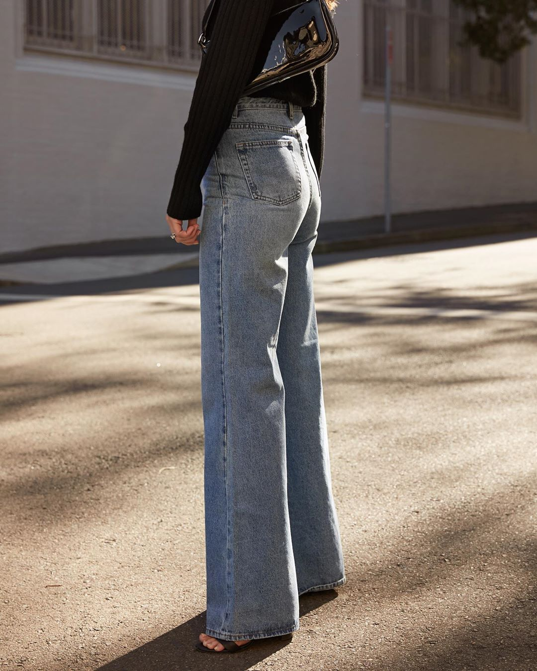 Australian Blogger Outfit With Wide-Leg Jeans — Sara Crampton
