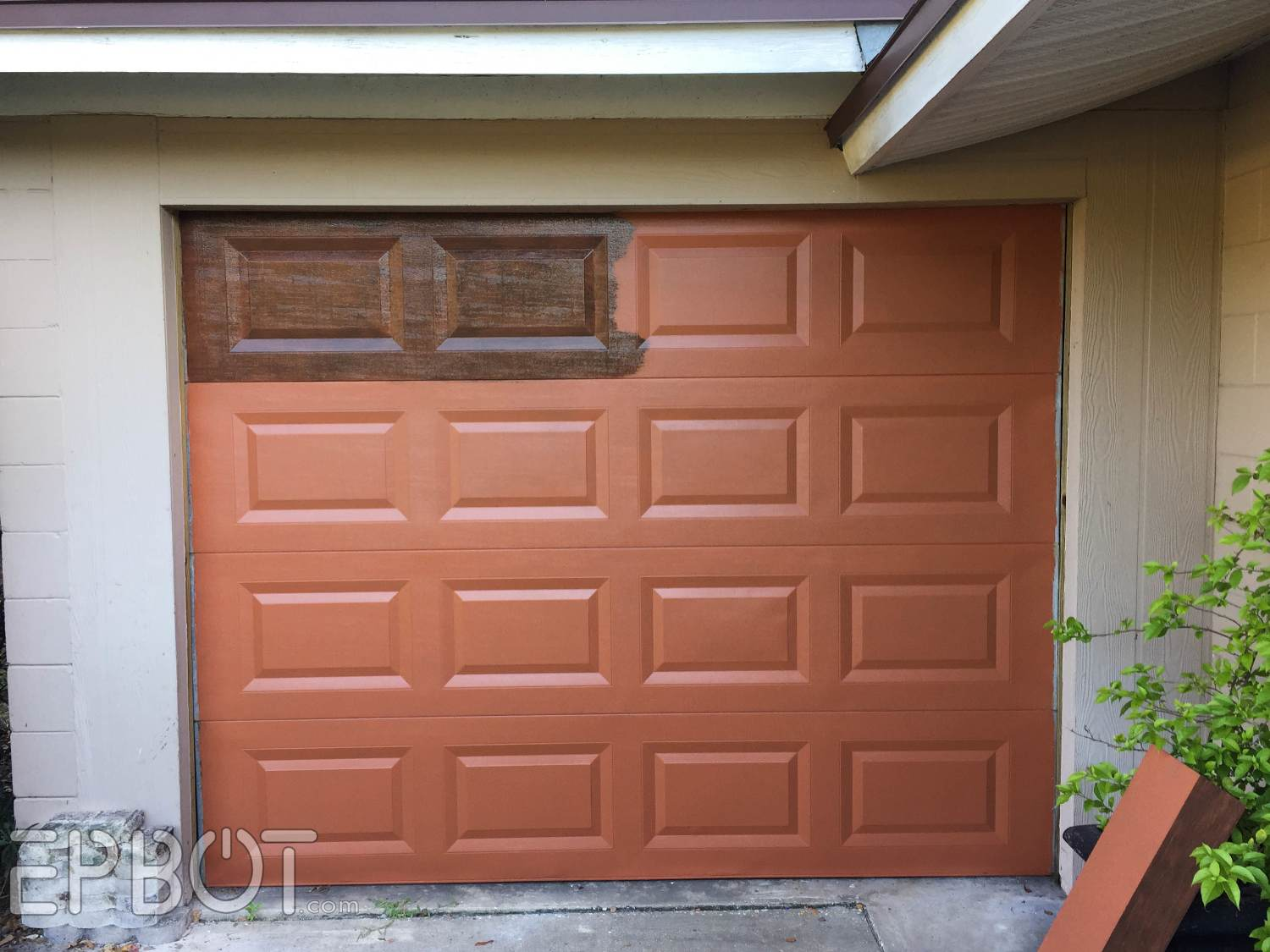 For the first coat of glaze John did a horizontal strié meaning he dragged the brush sideways only. & EPBOT: We Faux-Painted Our Garage Door!