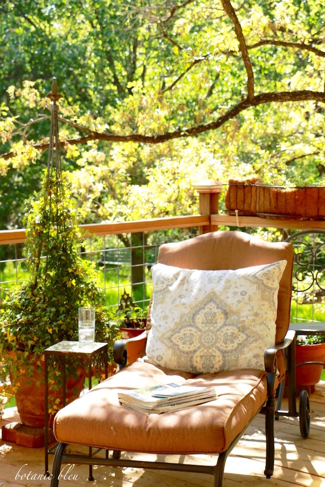 chaise-lounge-on-porch