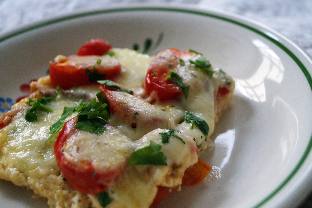 Baguette-Tomaten-Auflauf mit Mozzarella überbacken