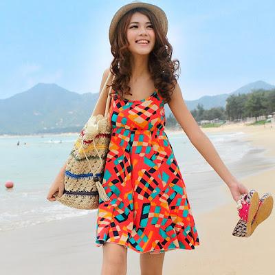 Inspirasi Gaya Berbusana Wanita Saat Berlibur ke Pantai, Model Busana Dress Wanita Liburan di Pantai