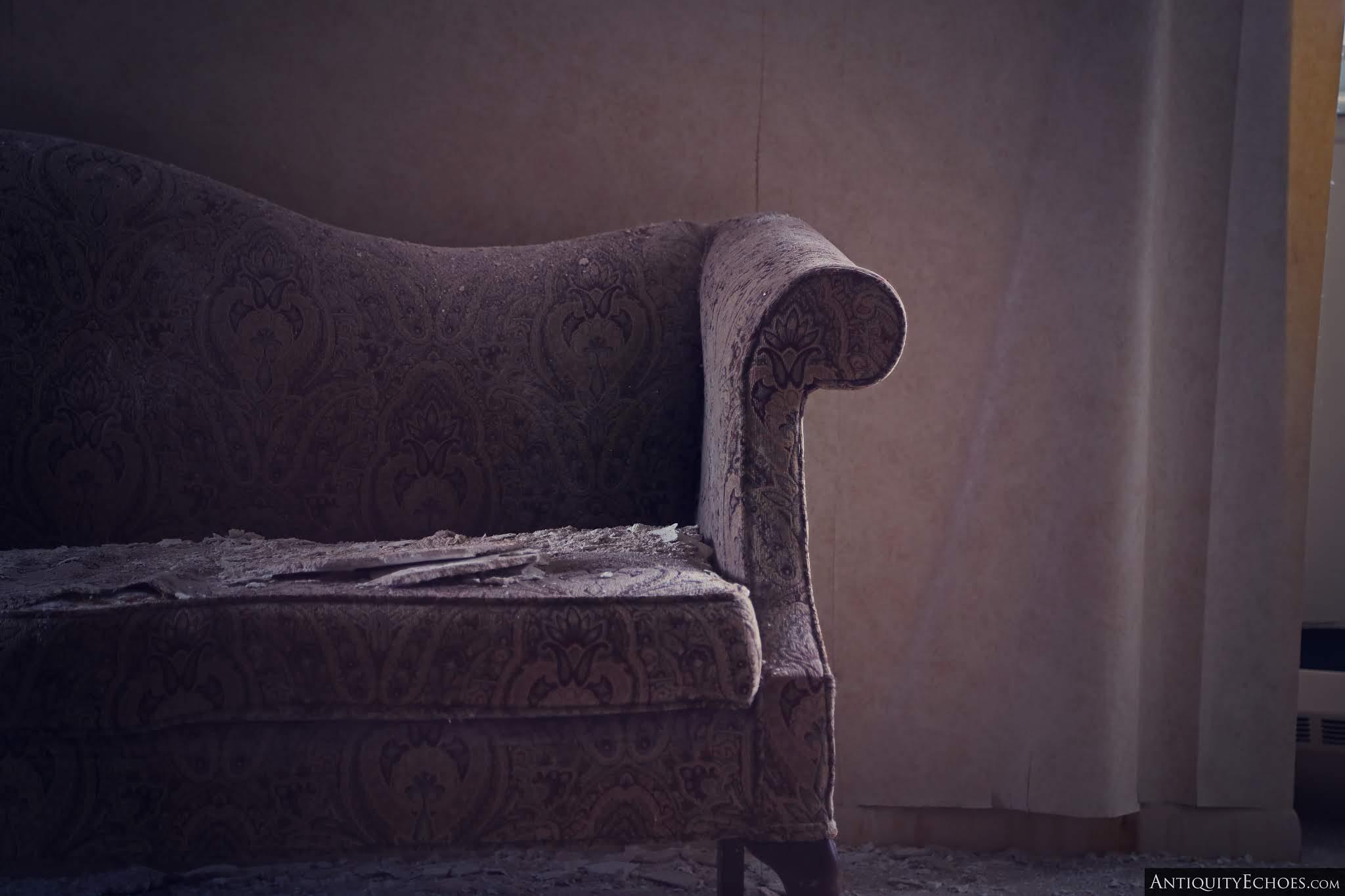 Nevele Grande - Paisley Couch
