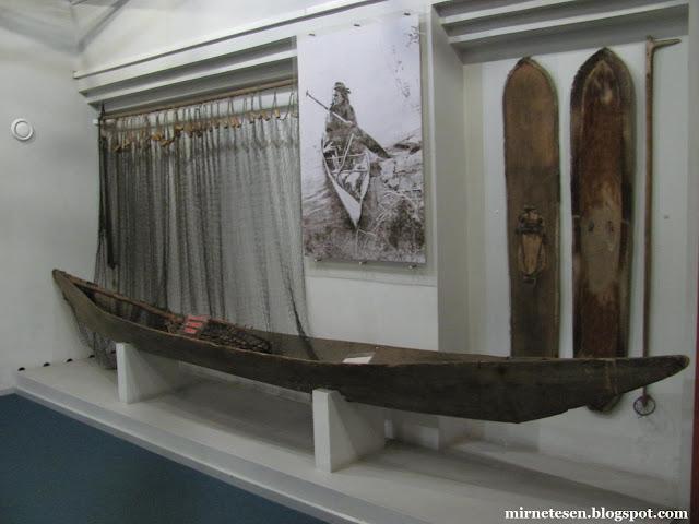 Красноярский краеведческий музей - лыжи и лодка для рыбной ловли