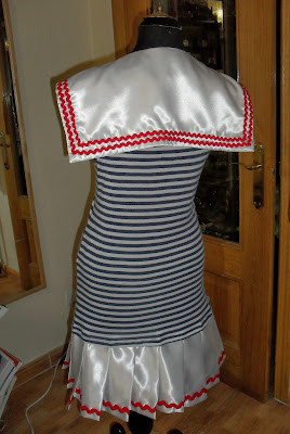 Fotos de mujeres vestidas de marineras