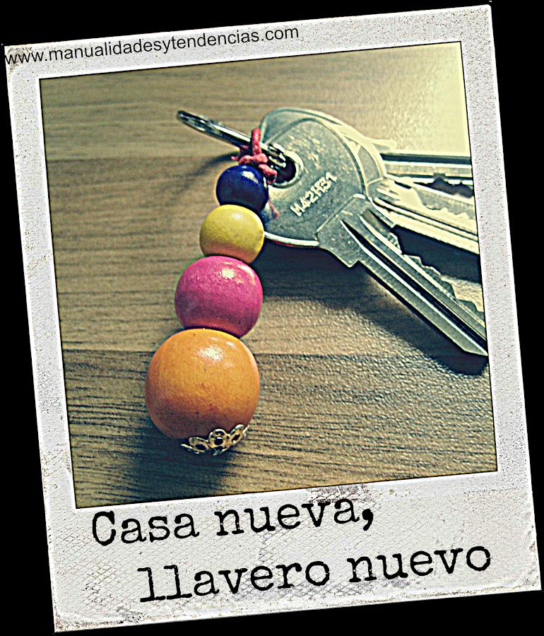 DIY Llavero multicolor de abalorios de madera / colorful key ring / porte-clés coloré fait avec des perles en bois