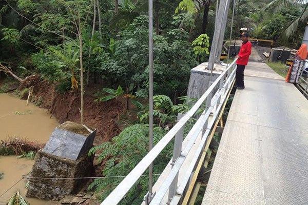 "Jembatan ""Puan Maharani"" Yang Dibanggakan Jokowi, Nasibmu Kini..."