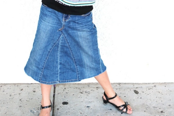 How to turn jeans to a skirt. Easy DIY skirt tutorial from jeans.