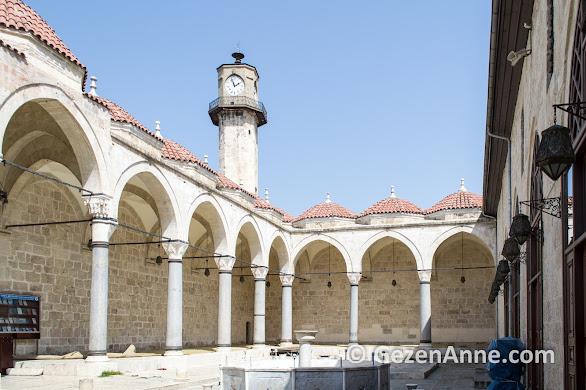 Tarsus'taki Ulu Cami'nin minarelerinden biri saat kulesi, Mersin