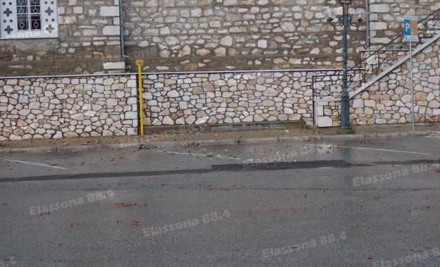 3%2B%2528Custom%2529 - Κεραυνός χτύπησε το καμπαναριό του ιερού ναού στο κέντρο της Ελασσόνας